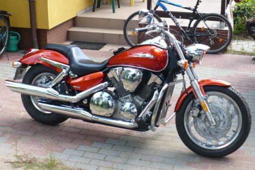 honda-vtx-1300c-2006[2]
